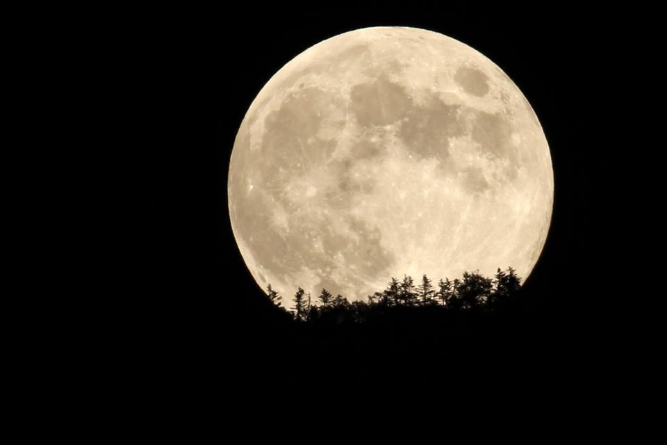 奥志賀と月はとても近いと感じます。