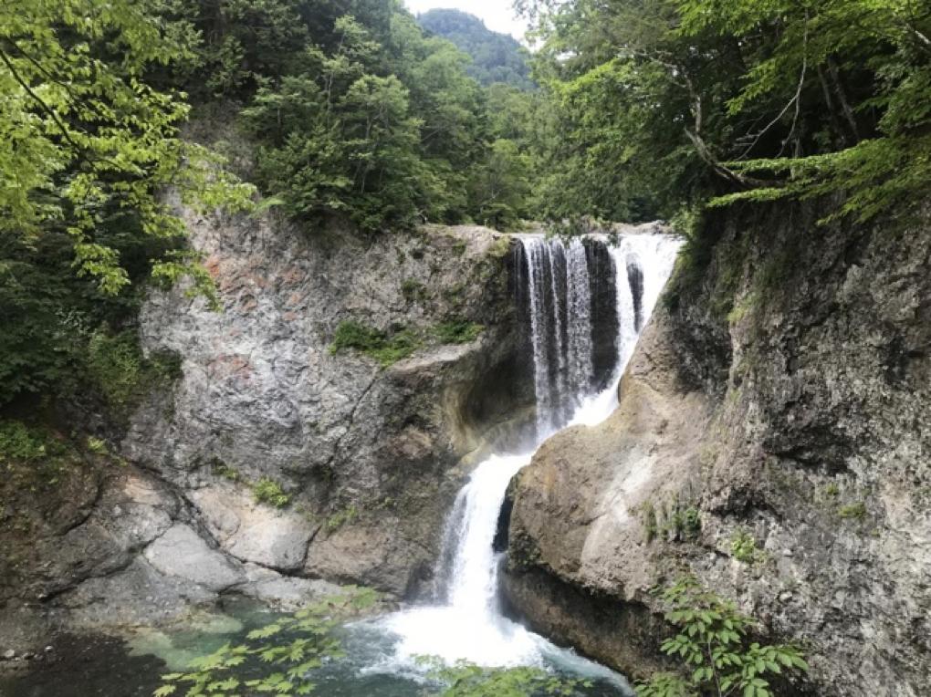 大滝は奥志賀渓谷の一番奥にあります。
