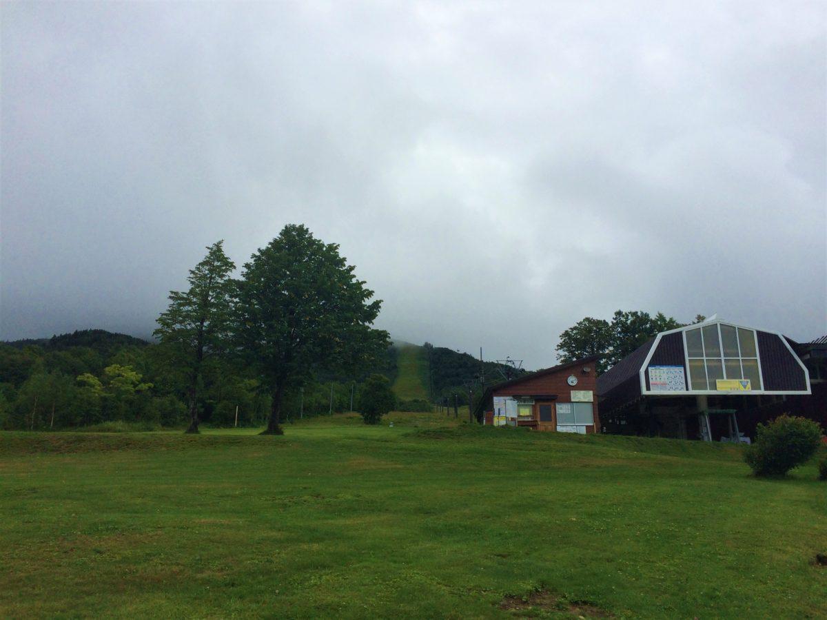 夏の終わりの奥志賀高原スキー場です。