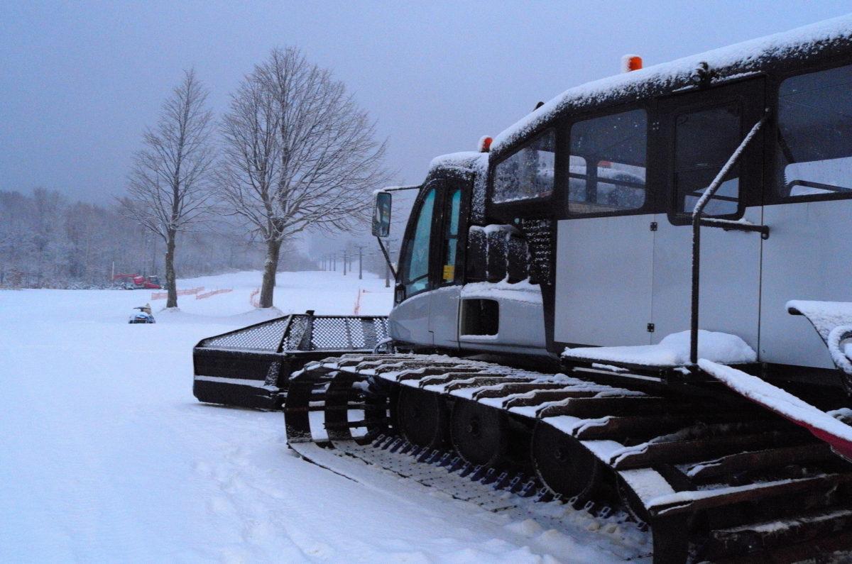 ワイルドな厚雪車はゲレンデ職の華。