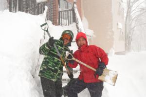 除雪は笑顔で