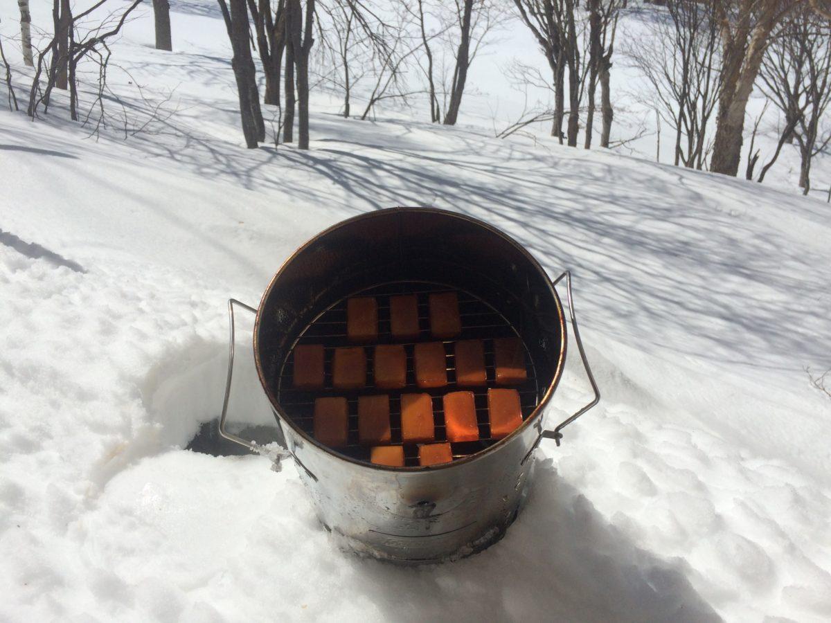 雪中燻製のお味はどこにも負けません